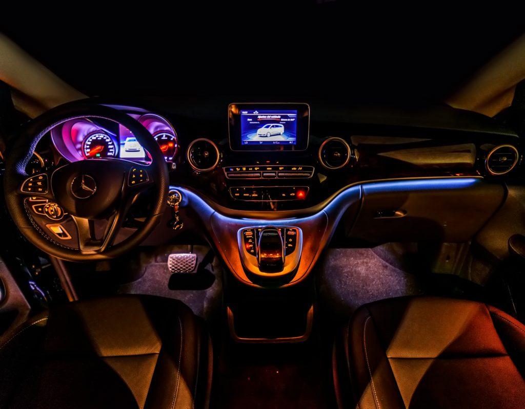alquiler minivan siete plazas vip con conductor en madrid