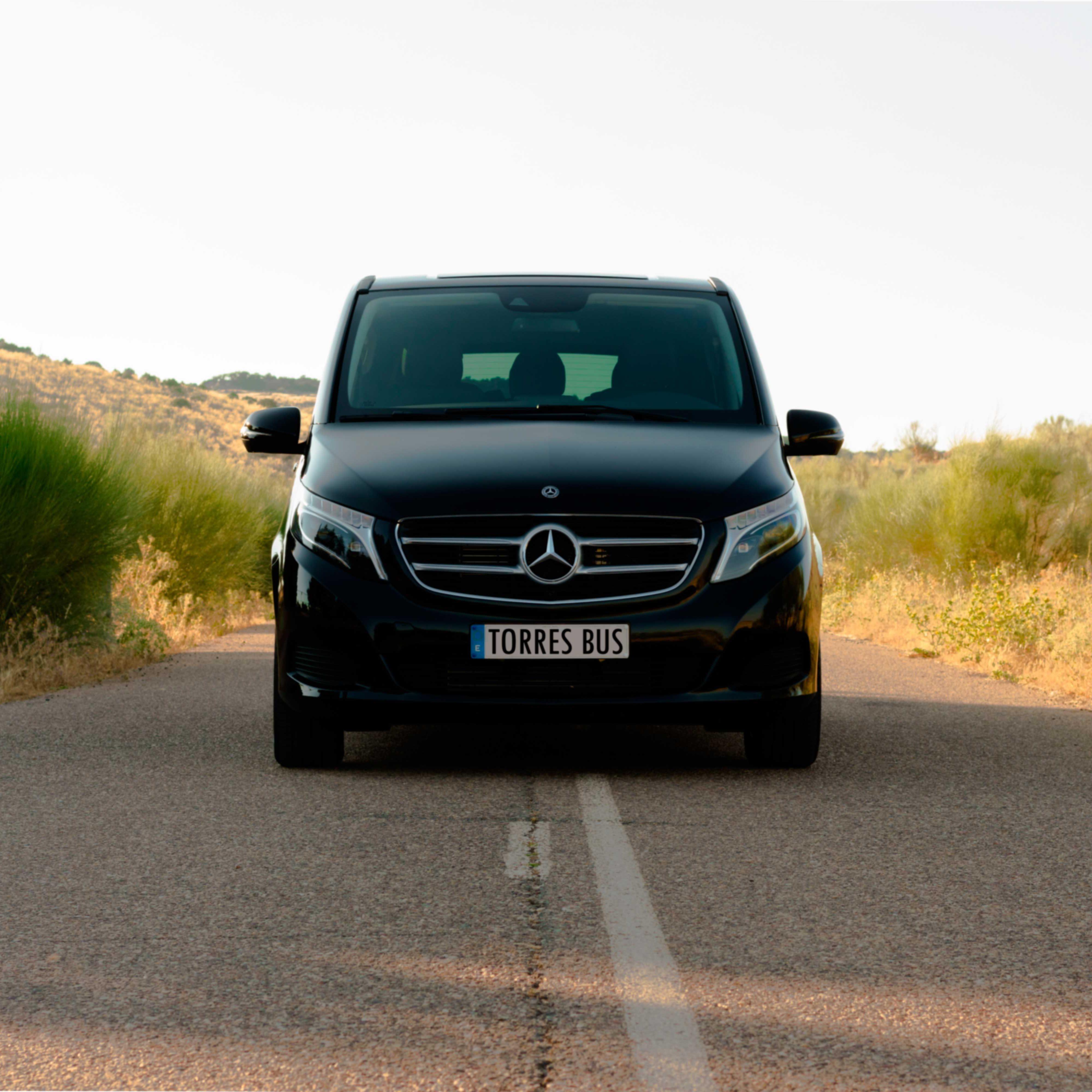 Cropped Minivan De Alquiler Por Madrid 1