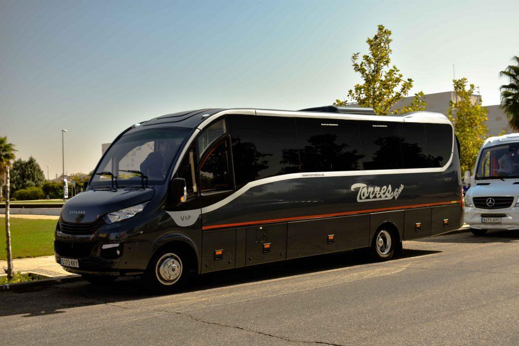Alquiler De Microbuses En Madrid 30 Plazas Para Servicios De Alquiler Y Bodas 1024x683